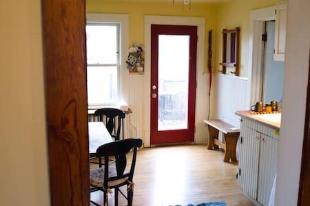Charming upper duplex in w. 7th  - Saint Paul - House
