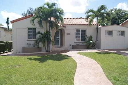 Large house in MIAMI - LOCATION - !
