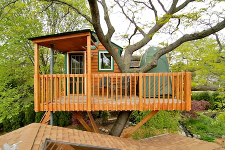 Enchanted Garden Treehouse (Amenity*) - Schaumburg - Boomhut