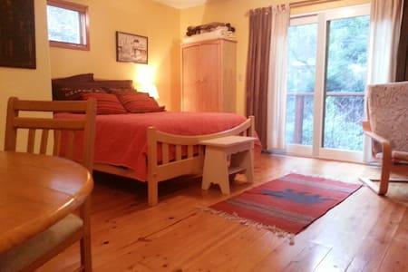 Redwood Retreat - Apartament