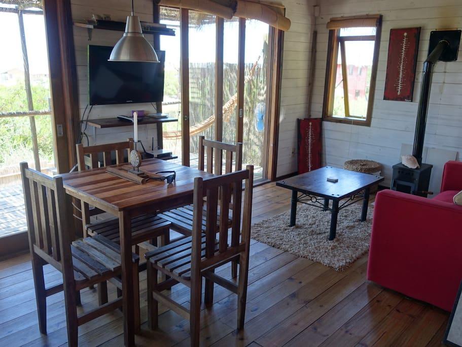 BEAUTIFUL wood cabin and SEA VIEWS!
