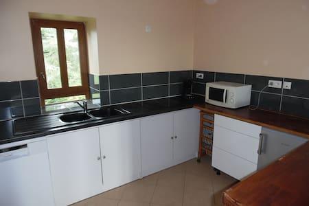 Appartement indépendant calme et confortable en bourguogne Sud - Byt