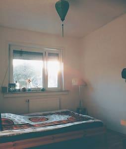 Kleines möbiliertes Zimmer - Flat