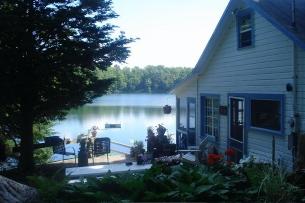 Cozy cottage lovely private lake cabins for rent in for Echo lake cabin rentals
