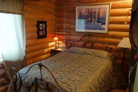 SW light filled 2 story log home in rural  neighborhood with million dollar views. 2 Bedrooms and 2 baths with jetted tub on main floor.   View of ski resorts, deck, gas fireplace, ample parking. 10 min from 3 ski resorts. I-80, Hwy 40.