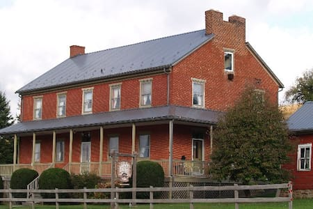 Circa 1842 Pa. Stagecoach stop - Bed & Breakfast