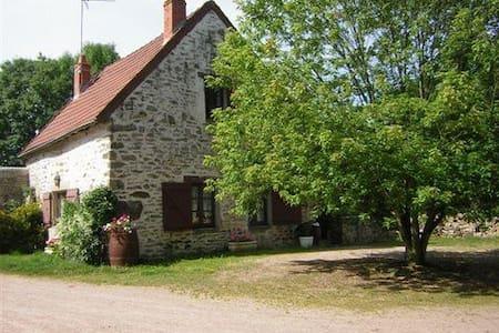 petit cottage en Bourgogne du sud, - saint sernin du bois