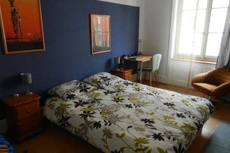 Private room in the center of Biel - Biel/Bienne - Apartment