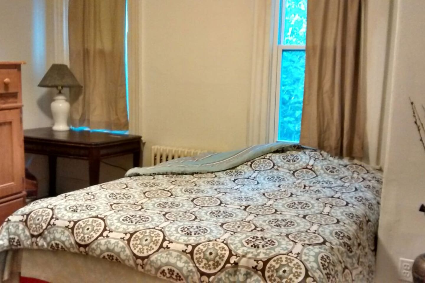Lovely room with private bath UofP