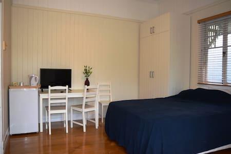 Great room Hawthorne & Bulimba area - Haus