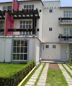 2 Beautiful room balcony - Tultepec - Huis