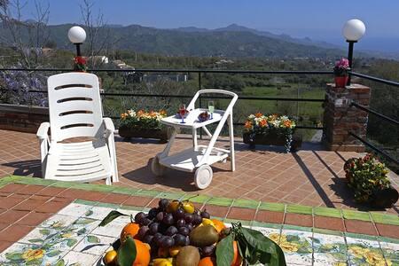 Traditional italian winery - Piedimonte Etneo - House