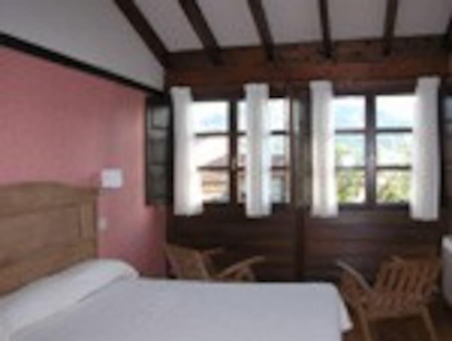 habitacion 2 camas con cabecero y armario de raices de caoba
