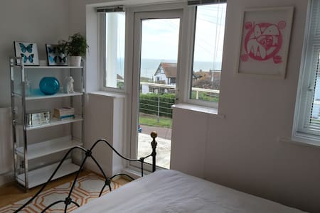 The Seaview Room in the Zen House by the beach! - Saltdean - House