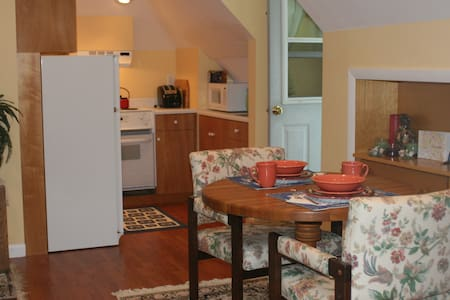 Detached Studio Apt w/total privacy in elite area - Southborough - Huoneisto