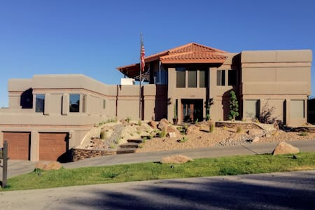 Spanish style mountainside home - El Paso