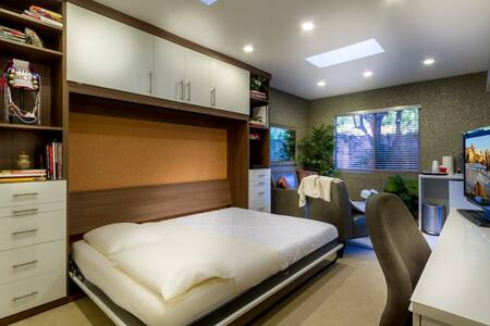 Comfortable/private en-suite room