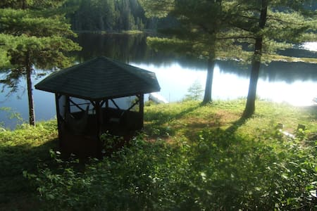 Room type: Entire home/apt Property type: Cabin Accommodates: 8 Bedrooms: 3 Bathrooms: 1