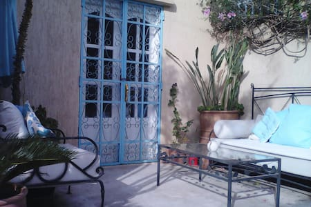 Lovely 1 bed garden apartment in the pretty & quiet residential district of Charaf, just a short walk from the city centre, beach and marina.  With some awesome walking trails to local villages & hot springs in the Atlas Mountains just 10 mins away.