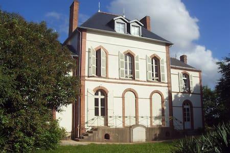Petit chateau de La Coudraie - Jallais