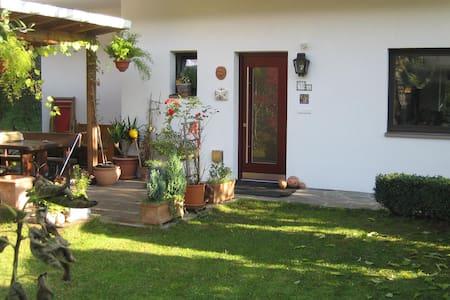 Gemütliche 4-Zimmerwohn. mit Garten - Bressanone - Apartmen