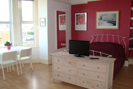 We are renting out a lovely large double room on the first floor of our Victorian home in central Swanage, Dorset, about 300m from the beach. The room has great sea views across the bay and has ensuite shower/toilet/basin.