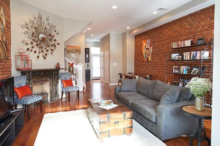3 bed Rowhouse in Hip Neighborhood