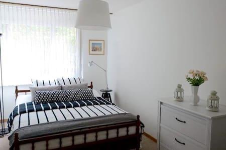 Cozy room with big garden in city of Zurich - Zürich - Apartment