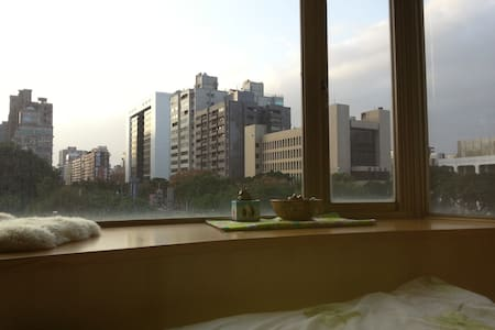 Big window and nice view for 1-2p - Zhongshan District - Pis