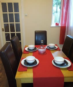 Airly Fresh Double Room  2 to Share - House