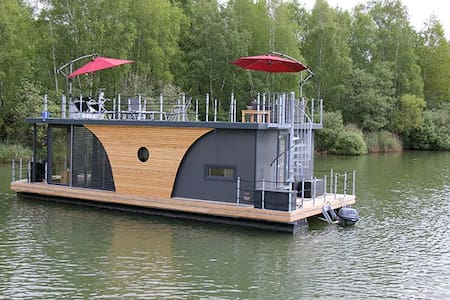 Floating home overlooking the lake! - Boat
