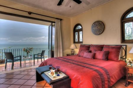 Spacious, charming, oceanview condo - Apartment