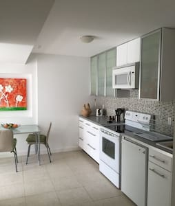 One Bedroom Suite 5km- 8min from DT - West Vancouver - Loft