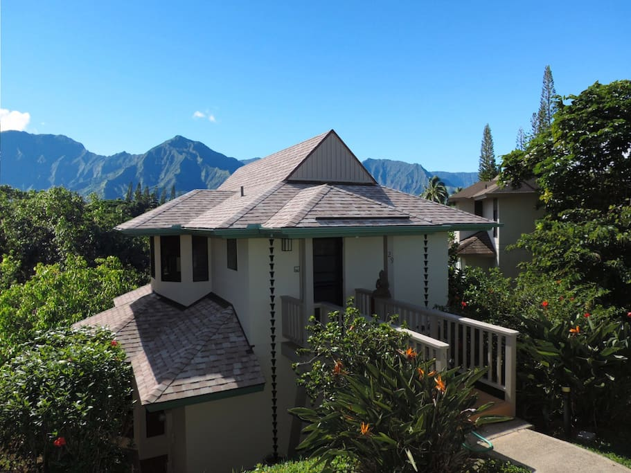 Your ridge-line retreat opens to the Pacific with a North Shore mountain backdrop.