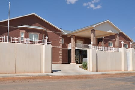 Americas Most Wanted Bed & Breakfast - Hildale - Talo