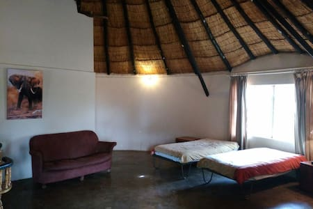 One Room Self Catering Cottage - Bulawayo - Bungalow