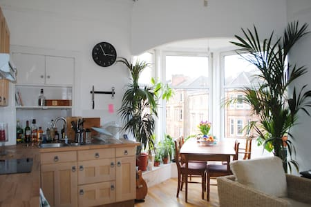 Top Floor Bright Double in Southside - Appartement