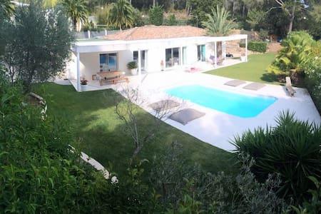 Villa contemporaine dans la campagne Marseillaise. - Marseille - Villa