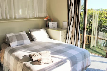 At $60 this is one of the cheapest Airbnb options in Wellington. The space has separate access & exclusive use of a fridge, bathroom & laundry. There is free street parking.  Our aim is to provide a great value space in a clean & comfortable room.