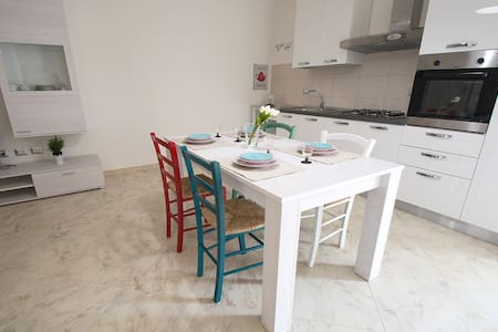 Lovely and colorful apartment - Sant'Antioco - Appartamento