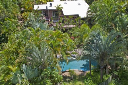 Private self contained rm with pool - Buderim - House