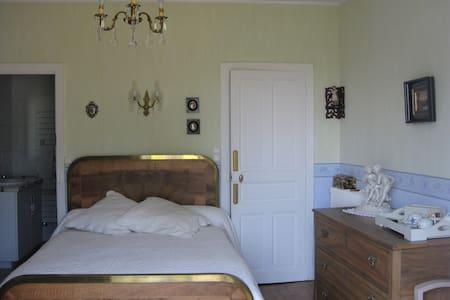 Chambre d'hôtes chez Noel - Lacapelle-del-Fraisse - Bed & Breakfast