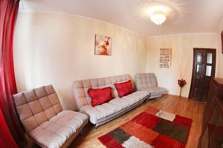 2-х комнатная, микрорайон Самал 1, дом 38 (33) - Almaty - Apartment