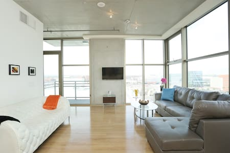 Modern Jewelbox Loft in Downtown LV - 拉斯維加斯