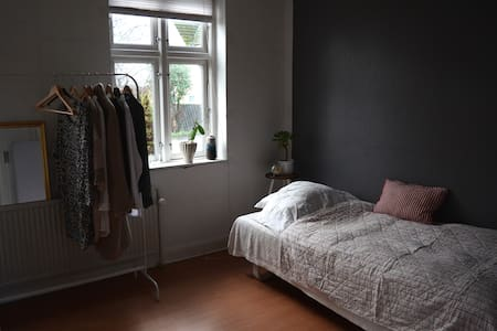 Simple room in Kalvehave - Kalvehave