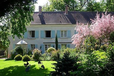Clos de la Rose: double/triple room - Saint-Cyr-sur-Morin