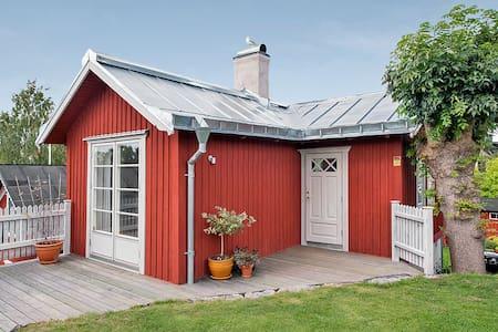 Vaxholms seaview cottage in central Vaxholm - Vaxholm - Hus