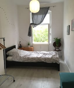 Sunny single private room in Mitte - Berlin - Apartment