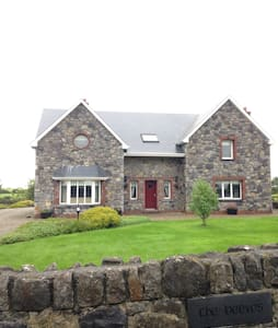 Home on the banks of the River Deel - Askeaton - Casa