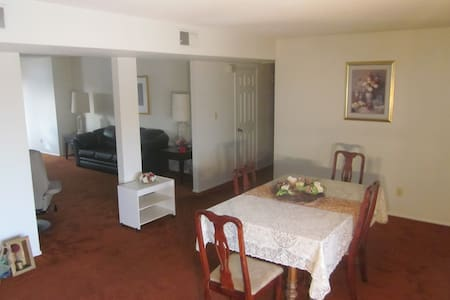 2016 Home, 2 miles from UOP Stadium - Maison